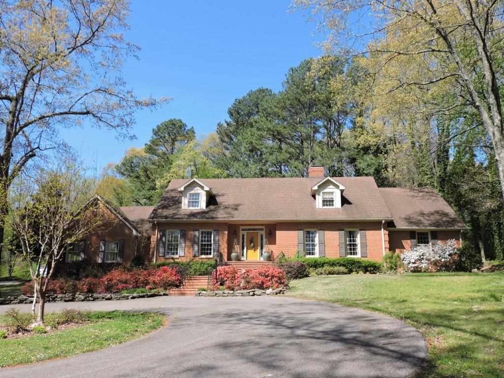 1697 N Highland Avenue, Jackson, TN 38301