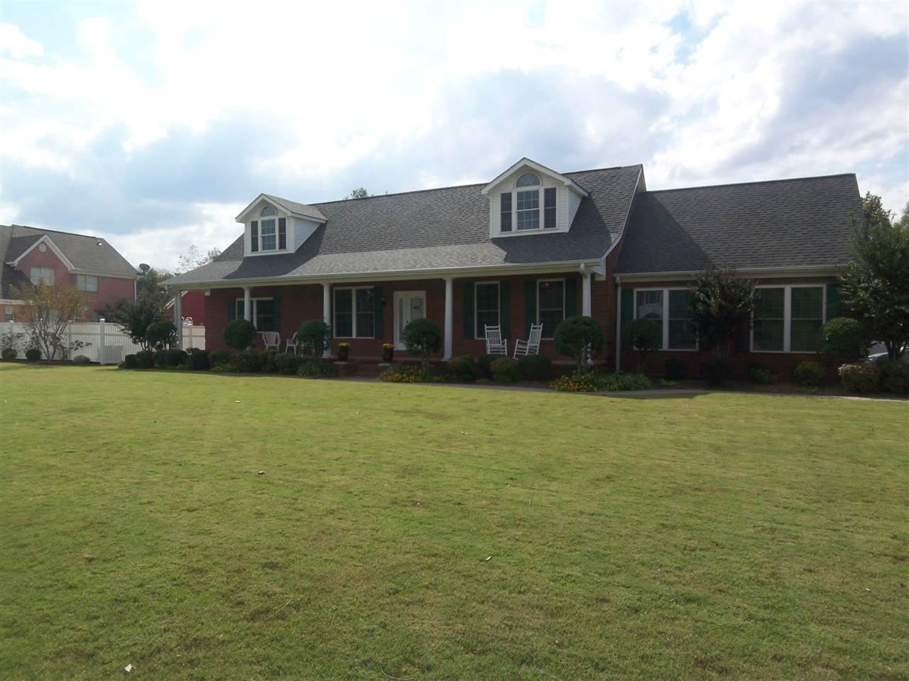 1721 Clubhouse Drive,Dyersburg,Tennessee 38024,4 Bedrooms Bedrooms,3 BathroomsBathrooms,Residential,1721 Clubhouse Drive,177077