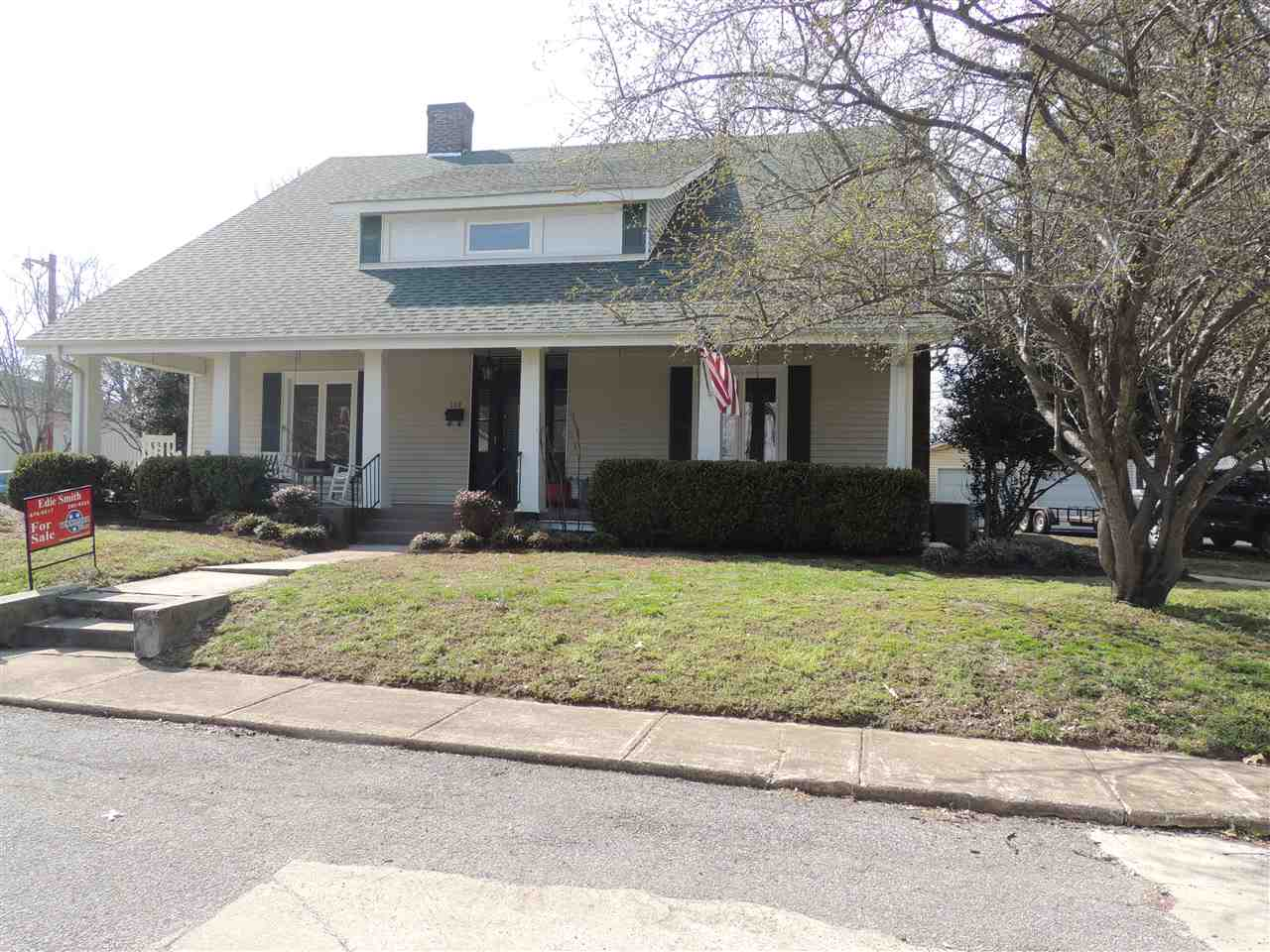 109 N Jackson St Street,Newbern,Tennessee 38059,5 Bedrooms Bedrooms,2 BathroomsBathrooms,Residential,109 N Jackson St Street,181770