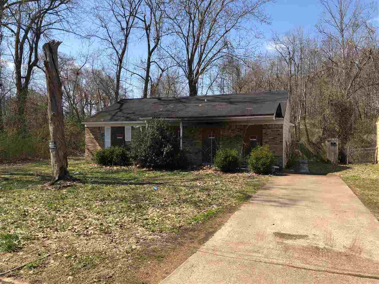 77 Currie Avenue,Jackson,Tennessee 38301,3 Bedrooms Bedrooms,1 BathroomBathrooms,Residential,77 Currie Avenue,181803