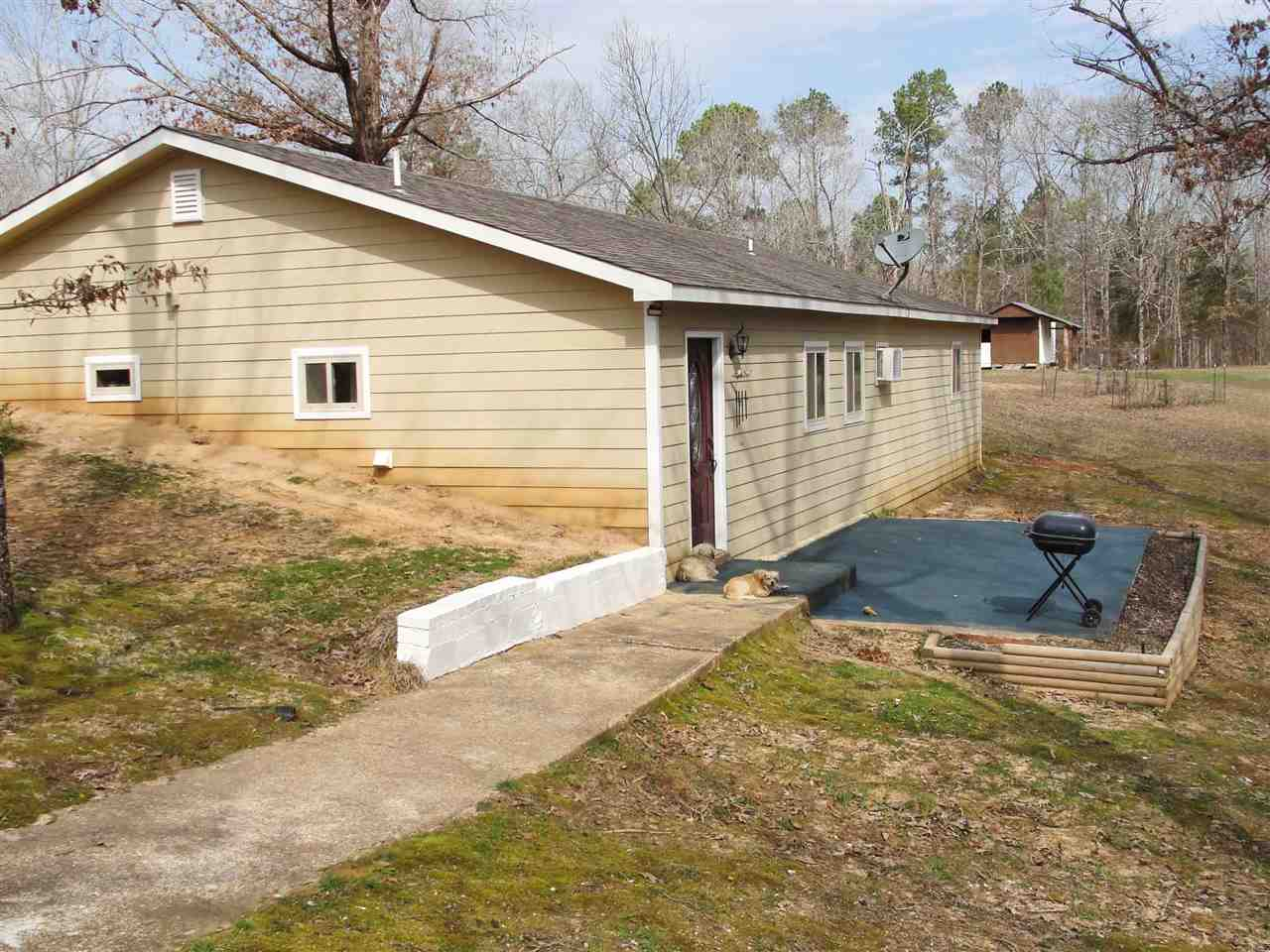 1090 Verles Rd,Medon,Tennessee 38356,2 Bedrooms Bedrooms,1 BathroomBathrooms,Residential,1090 Verles Rd,181879