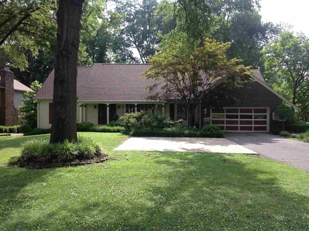 1846 Lake Road,Dyersburg,Tennessee 38024-2468,5 Bedrooms Bedrooms,2 BathroomsBathrooms,Residential,1846 Lake Road,183287