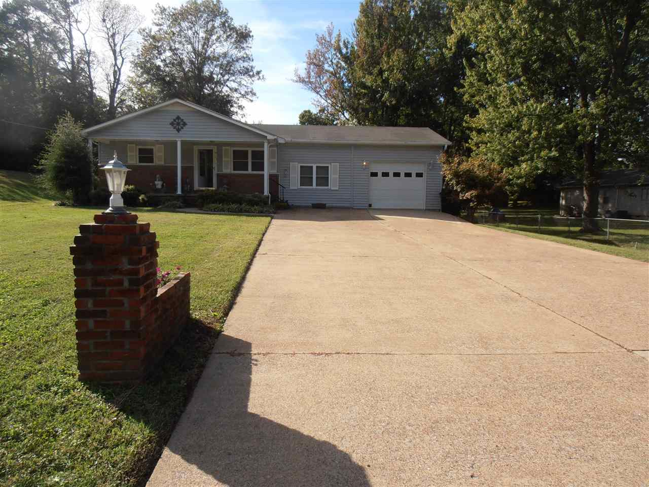 111 East Dr,Newbern,Tennessee 38059,4 Bedrooms Bedrooms,2 BathroomsBathrooms,Residential,111 East Dr,185264