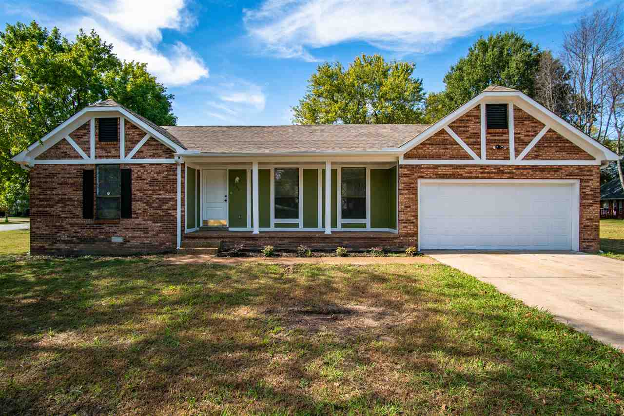 233 W University Pkwy,Jackson,Tennessee 38305,3 Bedrooms Bedrooms,2 BathroomsBathrooms,Residential,233 W University Pkwy,185749