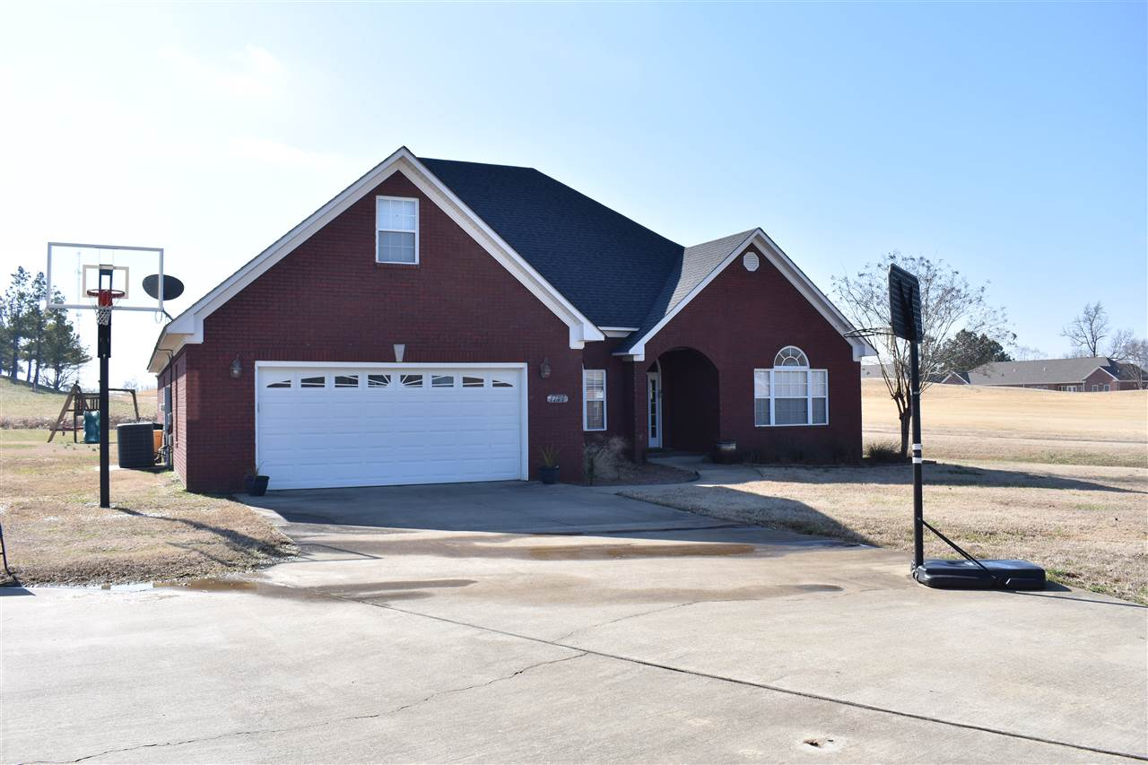 1747 Putter Ln,Dyersburg,Tennessee 38024,3 Bedrooms Bedrooms,2 BathroomsBathrooms,Residential,1747 Putter Ln,186191