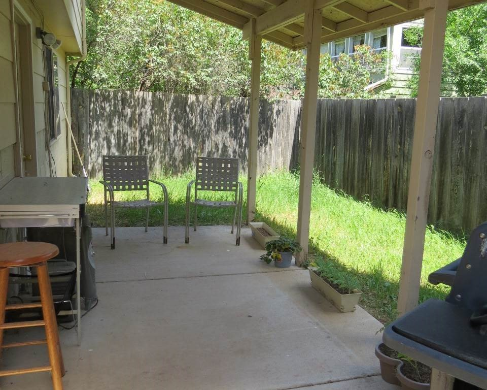 Lower level covered patio/yard
