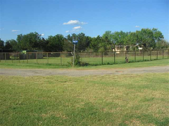 Additional photo for property listing at E Ollie Street  Llano, Texas 78643 Estados Unidos