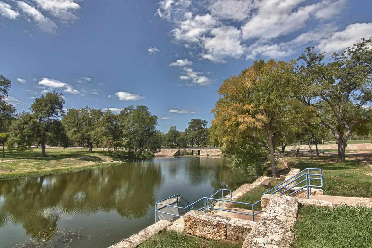 Additional photo for property listing at 2000 US HWY 281 2000 US HWY 281 Marble Falls, Texas 78654 Estados Unidos