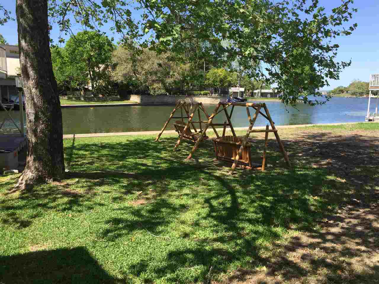Additional photo for property listing at 21057-A Hi Circle North  Horseshoe Bay, Texas 78657 Estados Unidos