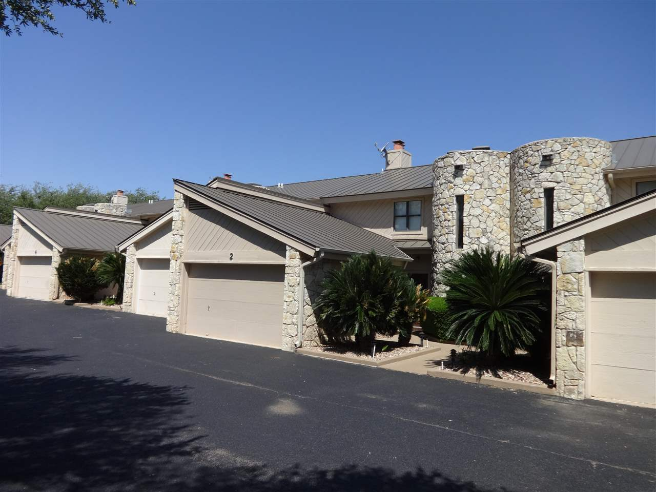 Additional photo for property listing at 2512 Diagonal #2  Horseshoe Bay, Texas 78657 Estados Unidos