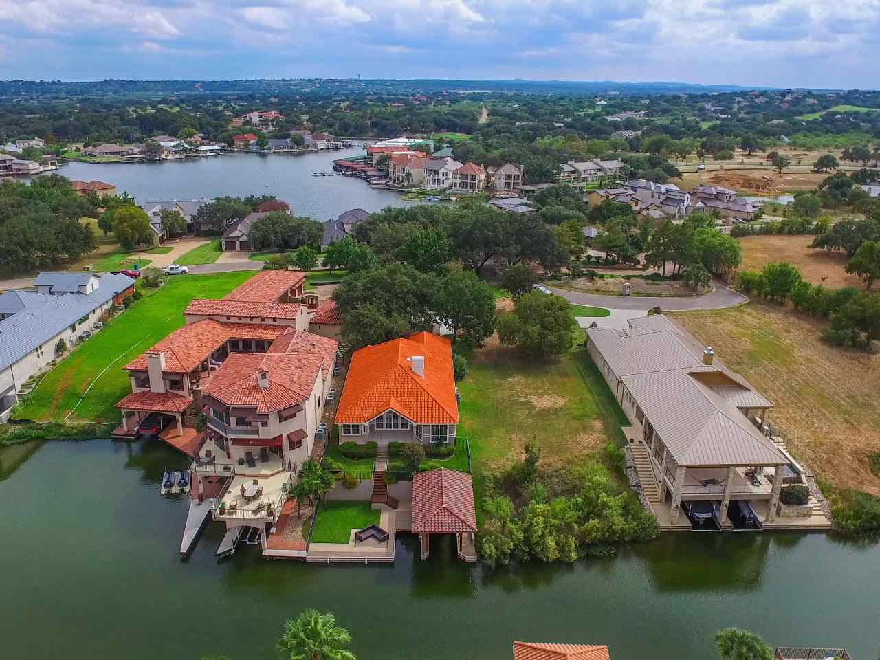 Additional photo for property listing at 106 Wennmohs  Horseshoe Bay, Texas 78657 Estados Unidos