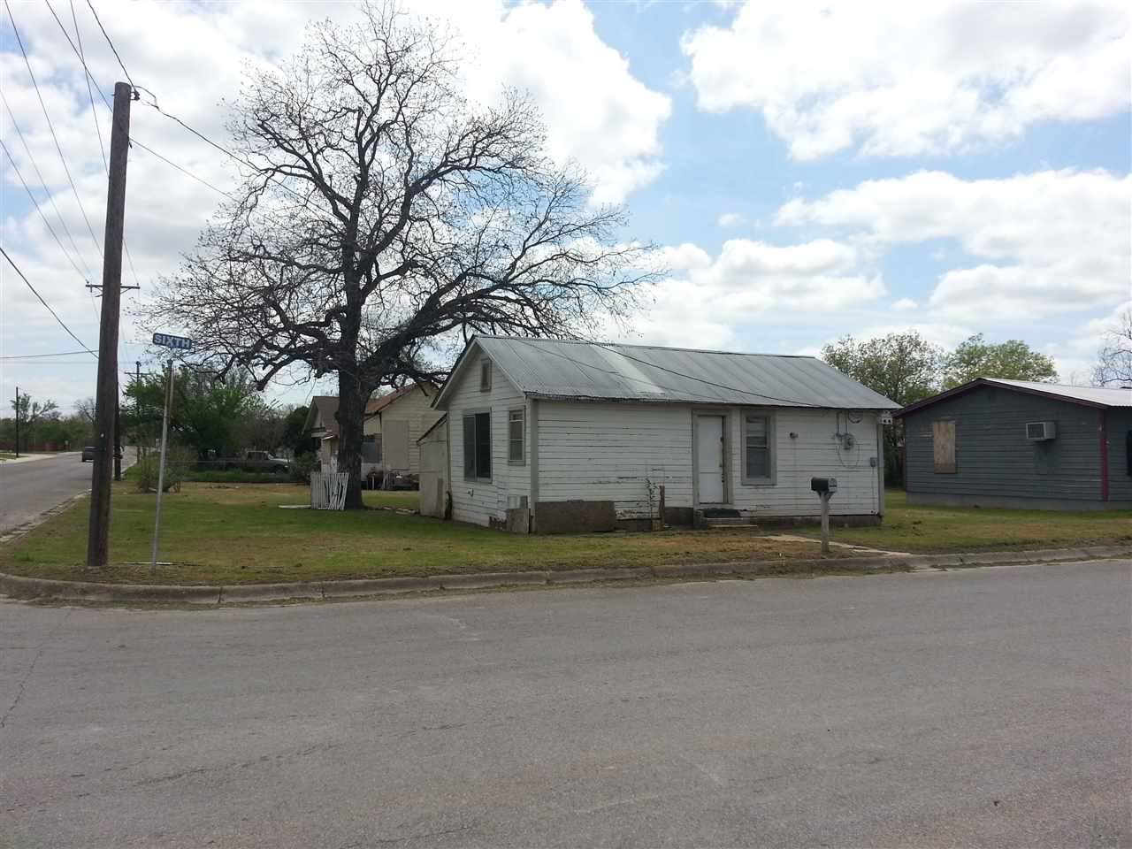 Single Family Home for Sale at 310 E Sixth Street Lampasas, Texas 76550 United States