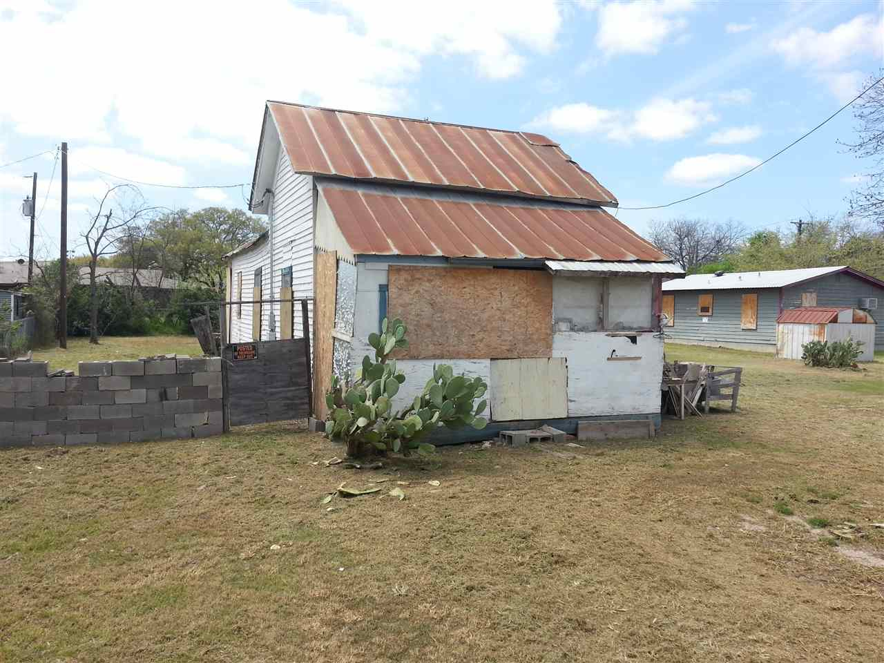 Additional photo for property listing at 310 E Sixth Street  Lampasas, Texas 76550 United States