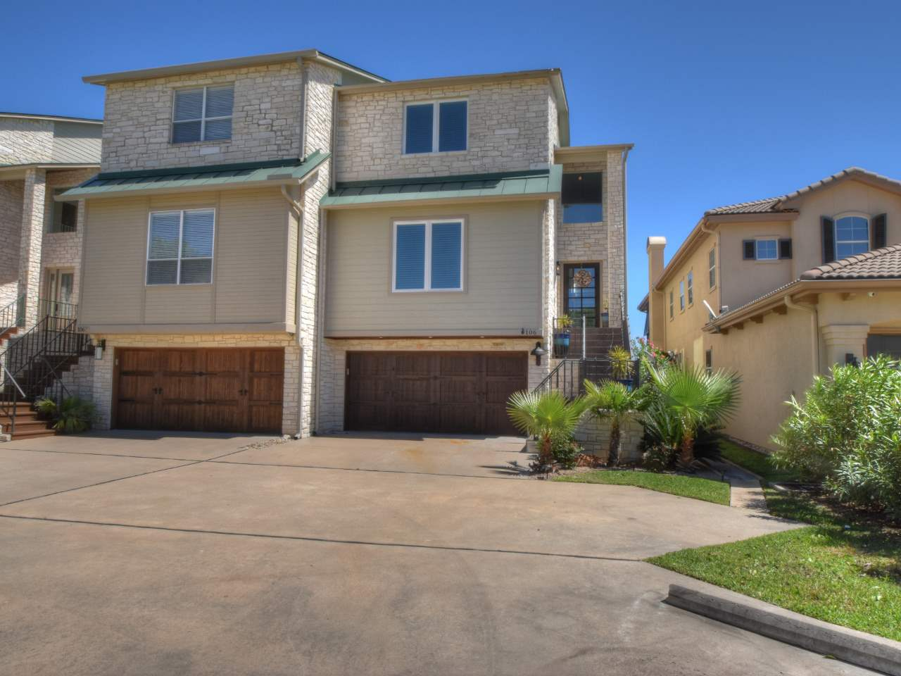 Casa unifamiliar adosada (Townhouse) por un Venta en 106 Cove East #D Horseshoe Bay, Texas 78657 Estados Unidos