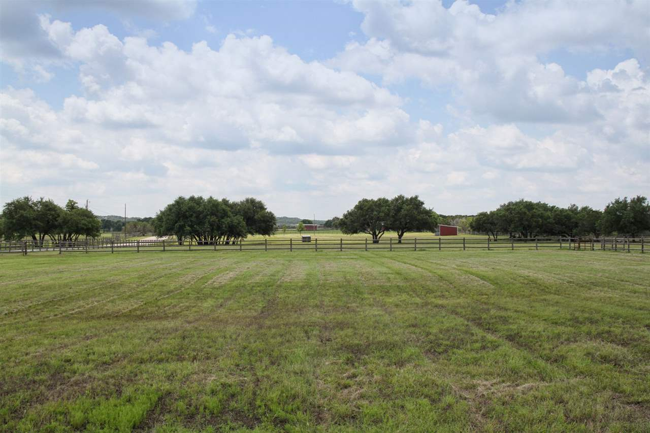 Additional photo for property listing at 813 Rustic Lane 813 Rustic Lane Spicewood, Texas 78669 Estados Unidos