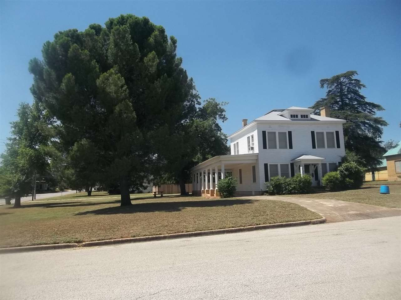 Additional photo for property listing at 404 W SANDSTONE Street  Llano, Texas 78643 Estados Unidos