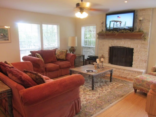 Additional photo for property listing at 806 Hi Circle West  Horseshoe Bay, Texas 78657 United States