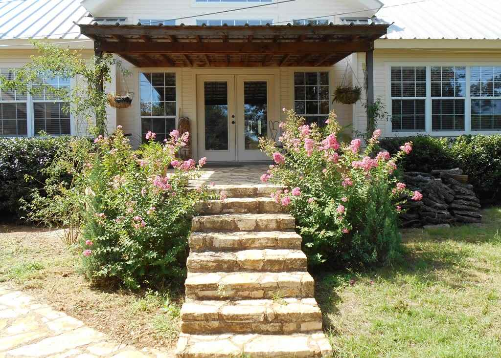 Additional photo for property listing at 201 W Llano Street  Llano, Texas 78643 United States