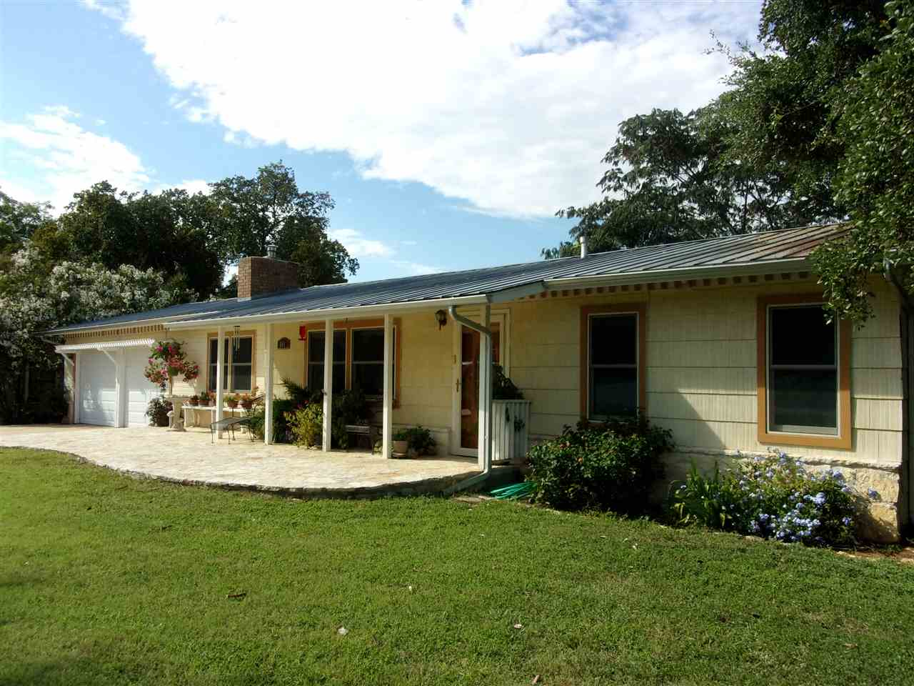 Additional photo for property listing at 601 E MAIN  Llano, Texas 78643 Estados Unidos