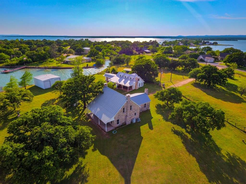Single Family Home for Sale at 112 South East Ct. Drive Bluffton, Texas 78607 United States