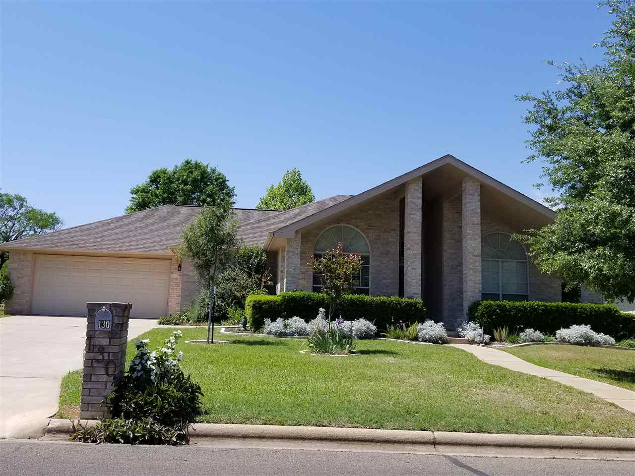 Single Family Home for Sale at 130 Broadmoor 130 Broadmoor Meadowlakes, Texas 78654 United States