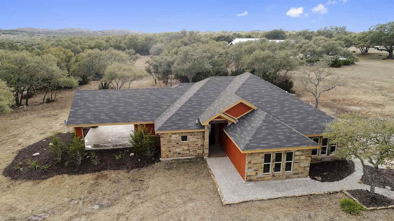Casa Unifamiliar por un Venta en 106 S Vaquero Drive 106 S Vaquero Drive Blanco, Texas 78606 Estados Unidos
