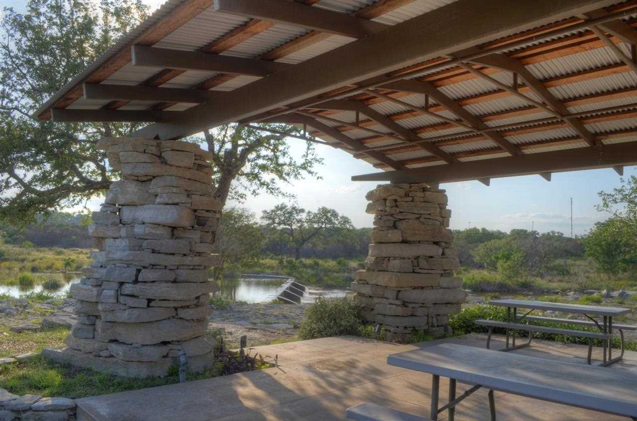 Additional photo for property listing at 101 Creekside Cove  Marble Falls, Texas 78654 Estados Unidos