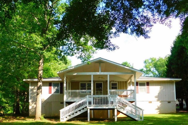 118 LOWER LITTLE RIVER DRIVE, Lake Oconee in Putnam County, GA 31024 Home for Sale