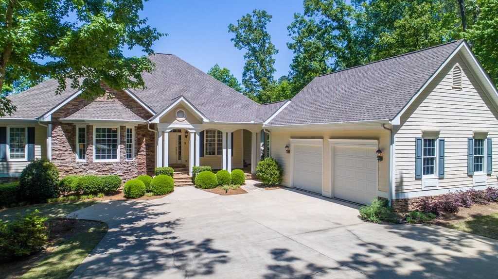 213 REYNOLDS DRIVE, Lake Oconee in Putnam County, GA 31024 Home for Sale