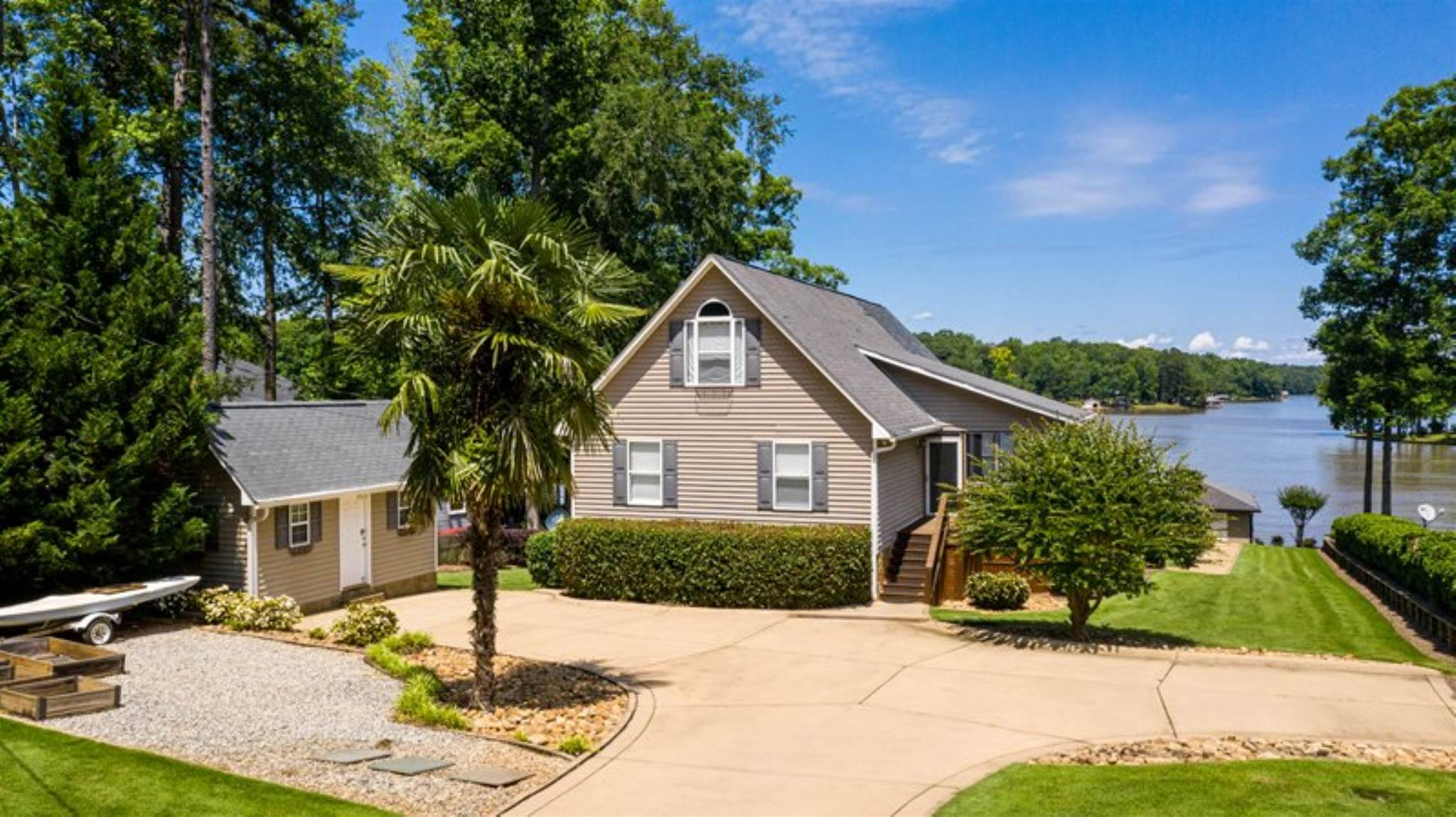 207 A THOMAS DRIVE, Lake Sinclair in Putnam County, GA 31024 Home for Sale