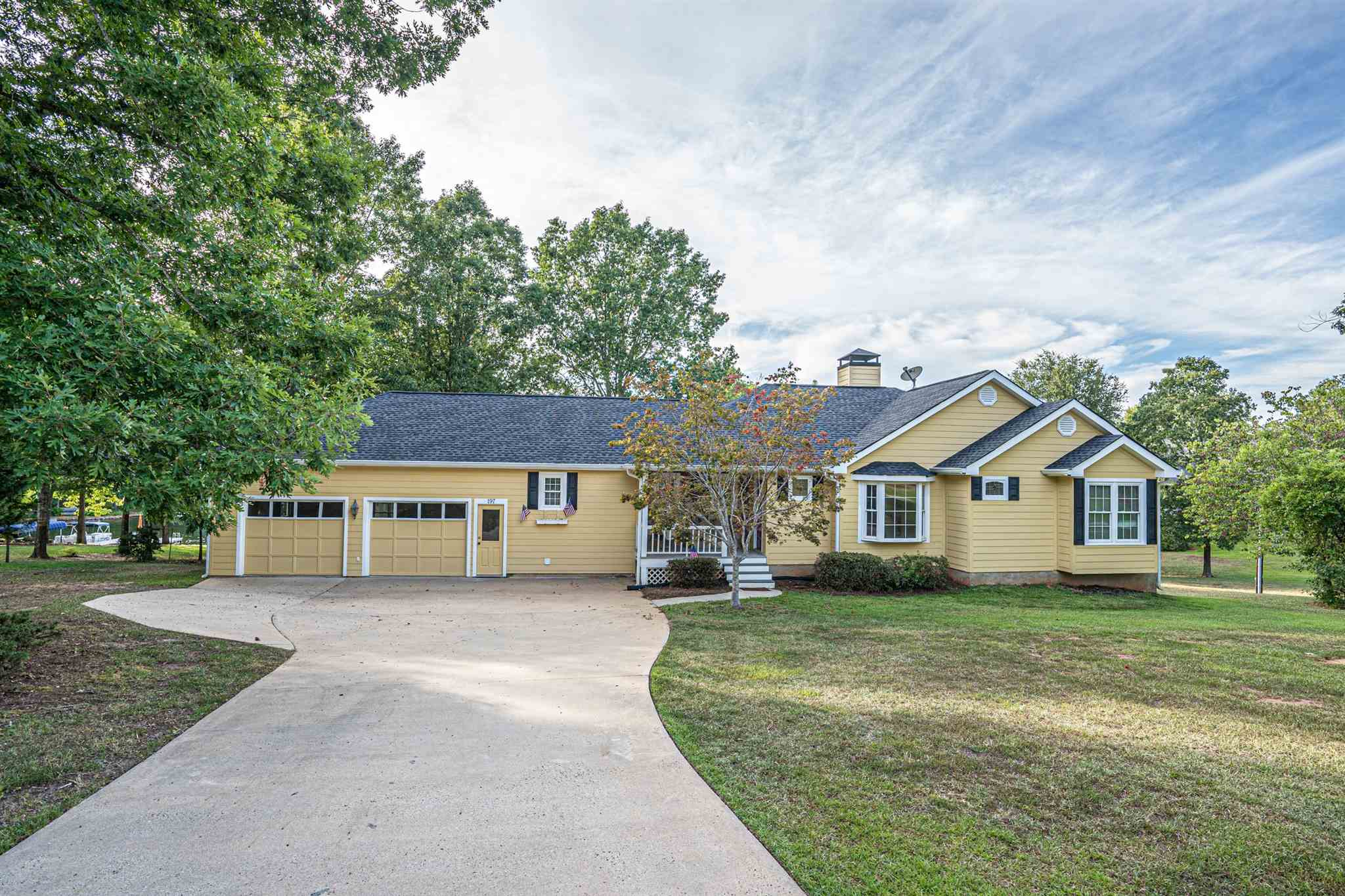 197 N LONG ISLAND DRIVE, Lake Oconee in Putnam County, GA 31024 Home for Sale