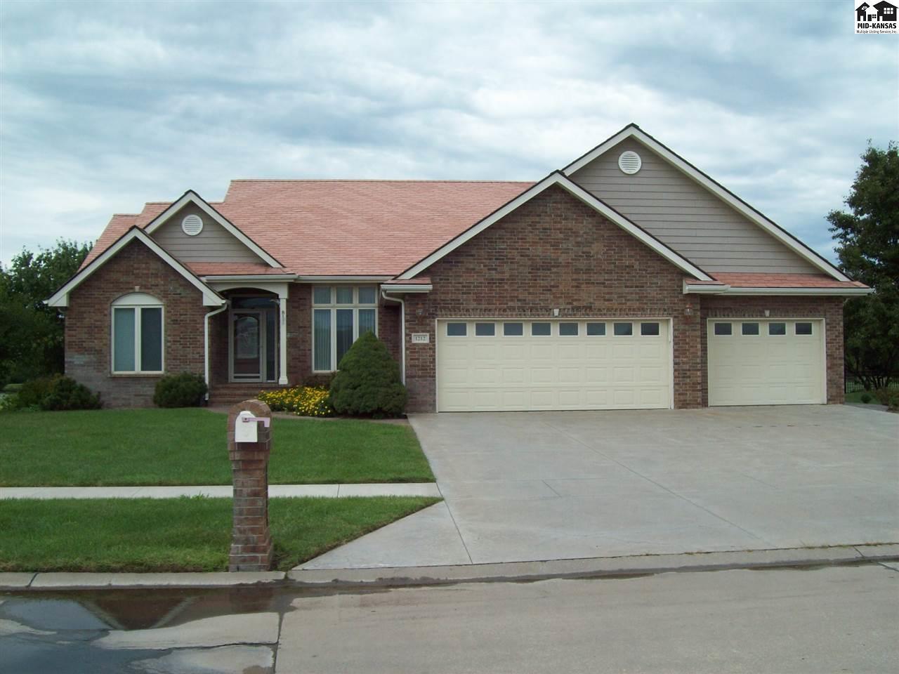 1212 Wildmeadow Rd, McPherson, KS 67460