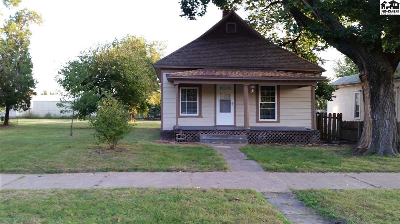 217 E Ave B, Hutchinson, KS 67501
