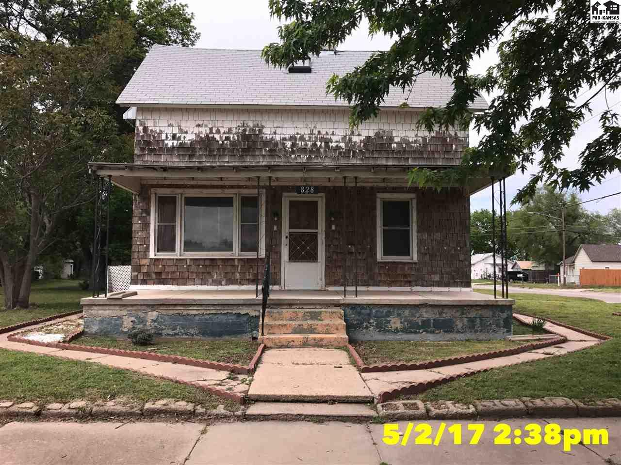 828 E 2nd Ave, Hutchinson, KS 67501