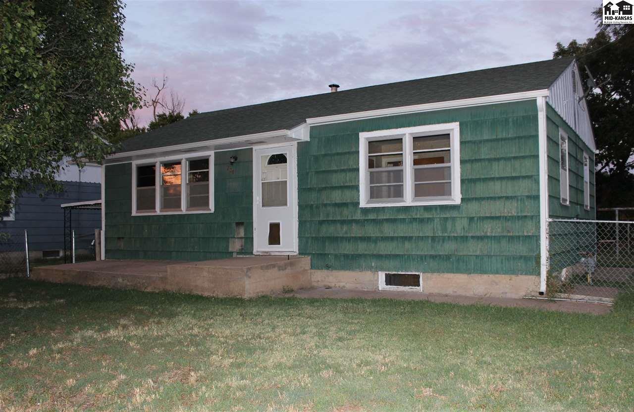 208 N Grant Ave, Lyons, KS 67554