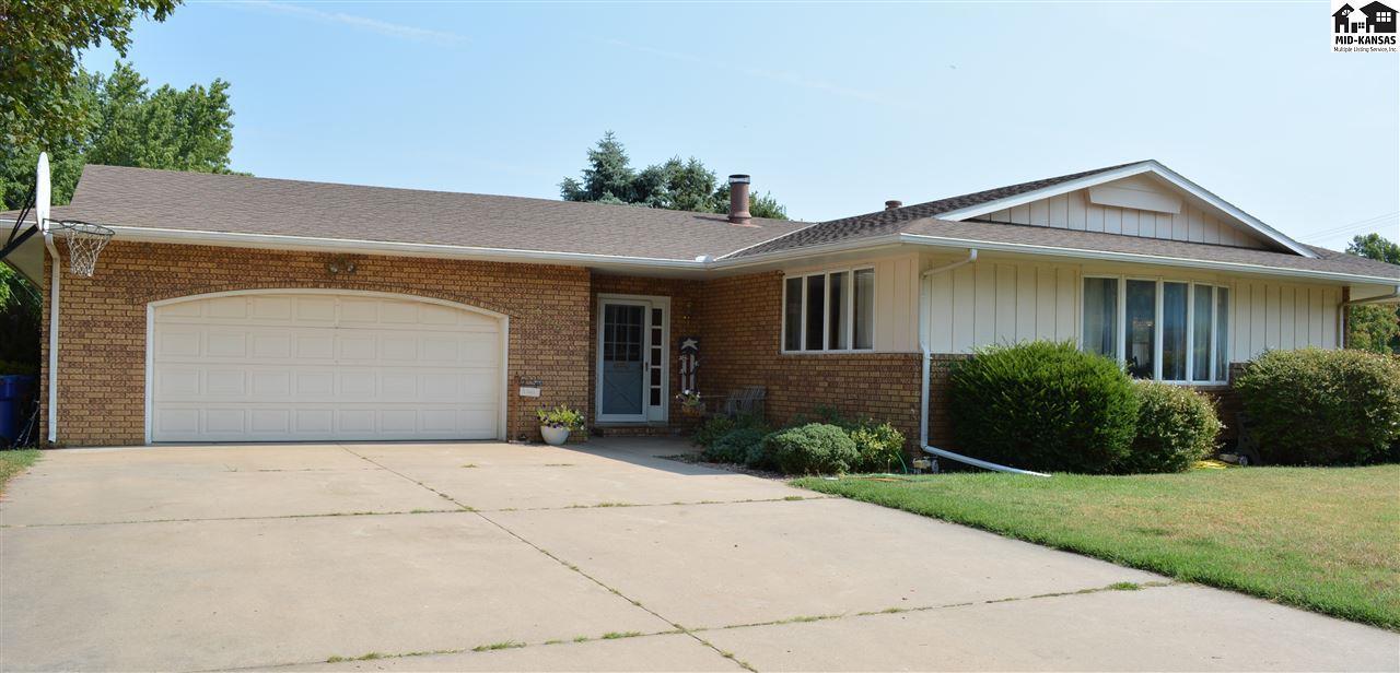 102 W Maple St, Moundridge, KS 67107