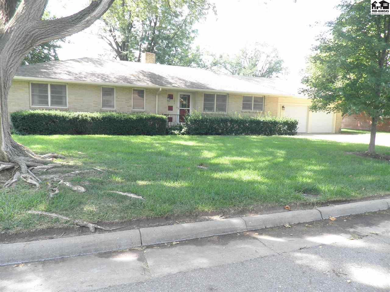 103 Downing Rd, Hutchinson, KS 67502