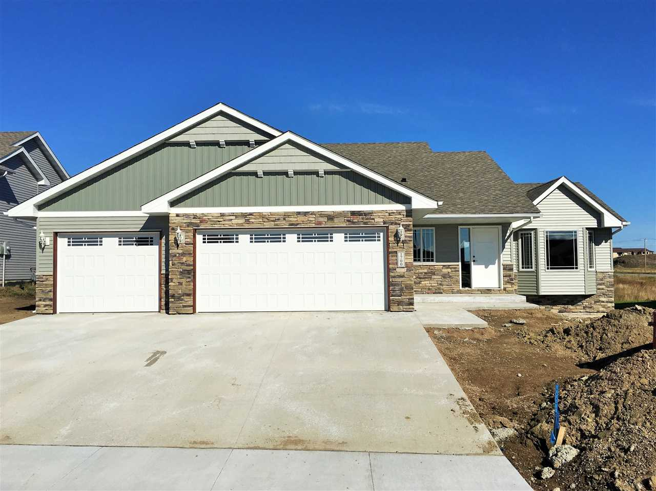 1700 NW 27th Avenue, Minot, ND 58703
