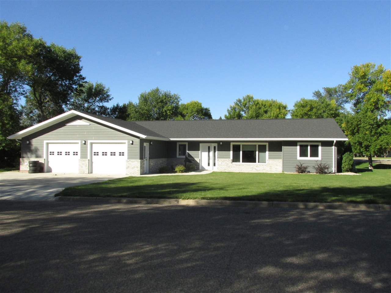 119 NW 3rd Avenue, Rugby, ND 58368