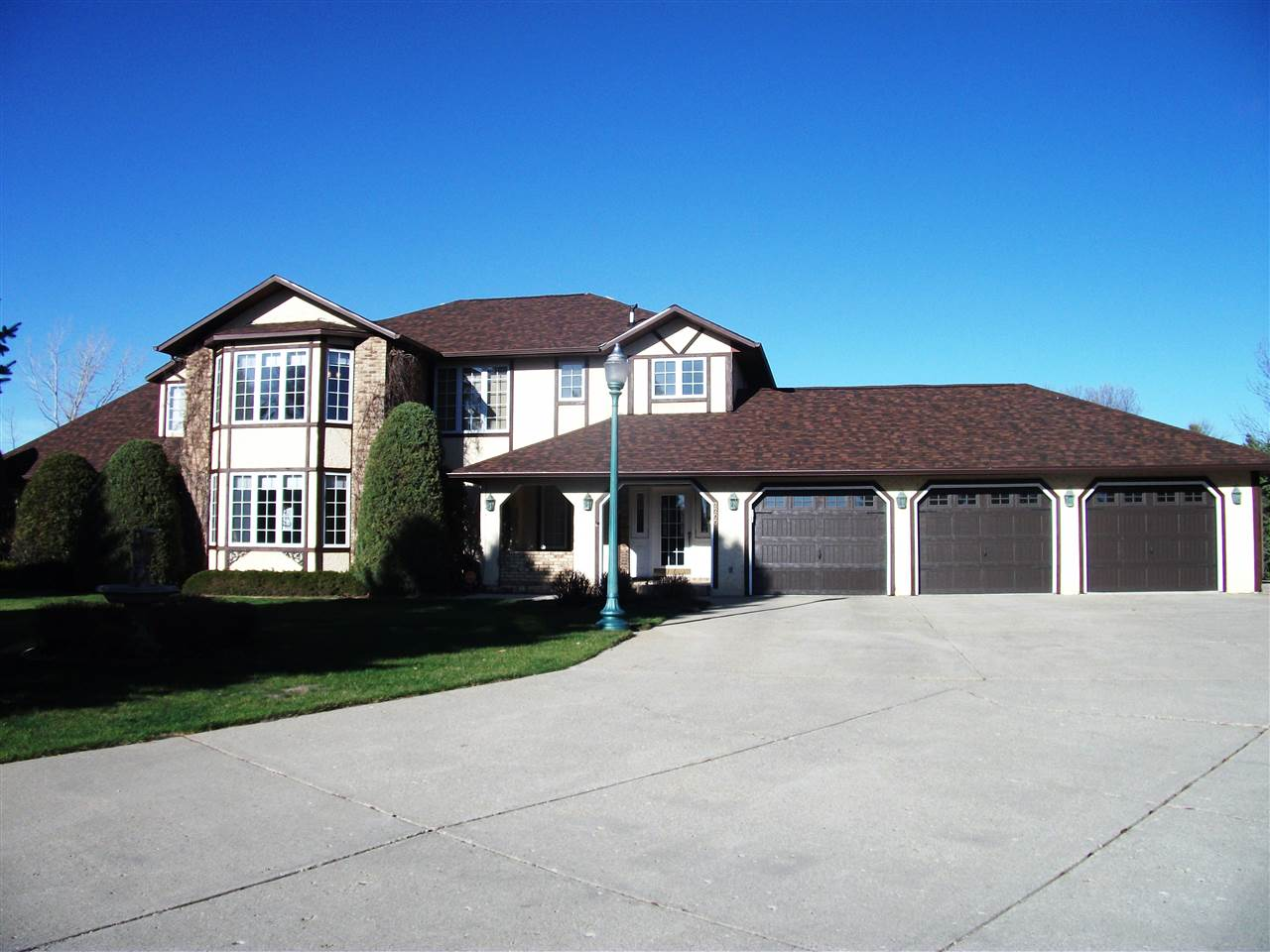 2200 SW 24th Ave, Minot, ND 58701