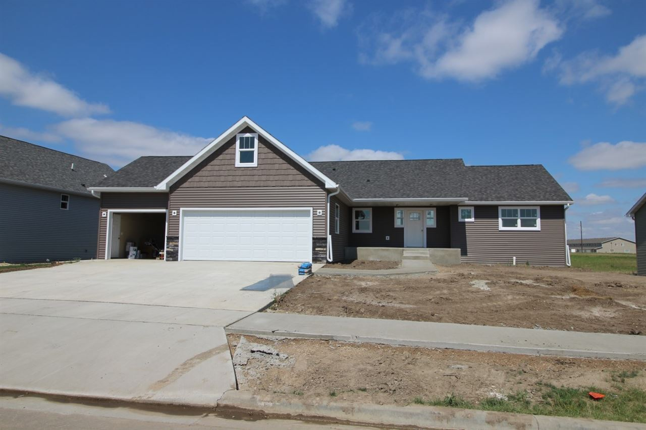 1549 SE Valley Bluffs Drive, Minot, ND 58701