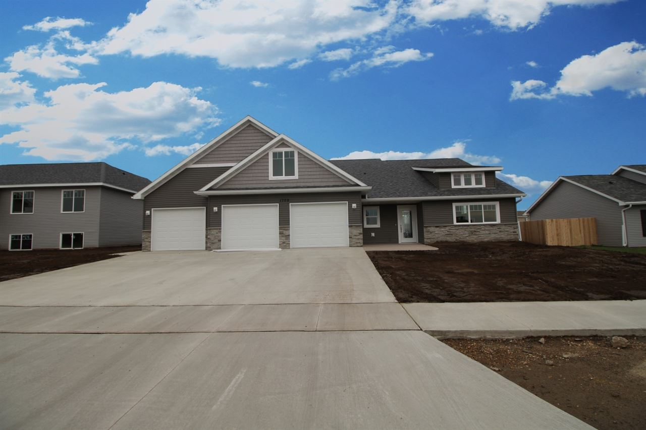 1709 SE Valley Bluffs Drive, Minot, ND 58701