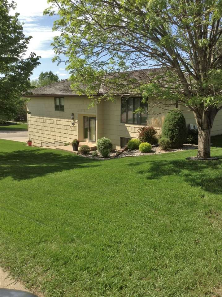 1104 SW 14TH AVE, Minot, ND 58701