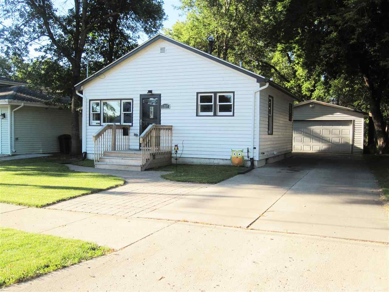 1207 NW 5th Ave, Minot, ND 58703