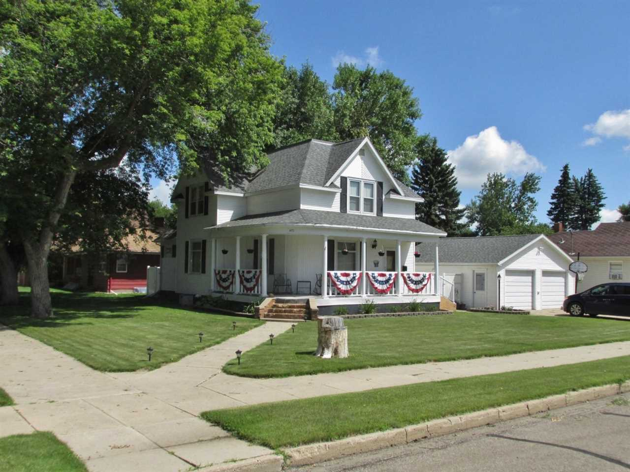 401 3rd St. SE, Rugby, ND 58368