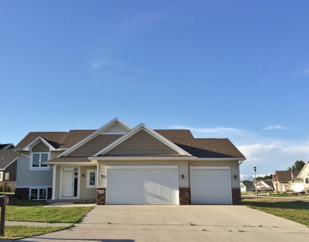 2753 NW Heritage Dr., Minot, ND 58703