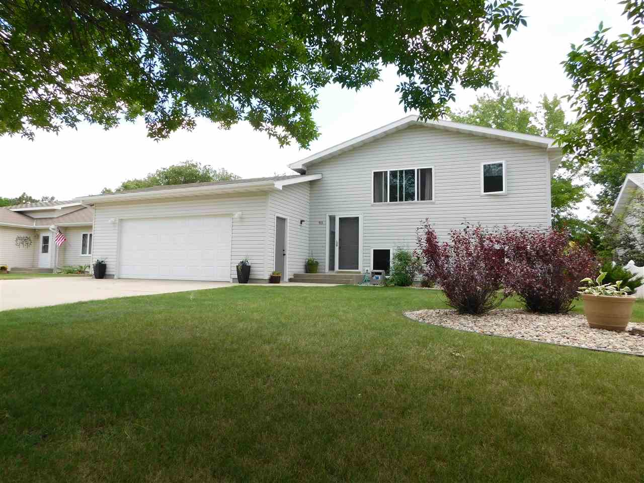 911 NW 25th Ave, Minot, ND 58701