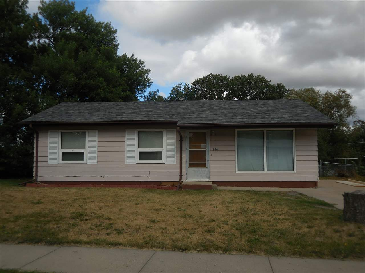 1930 NW 9th St, Minot, ND 58703
