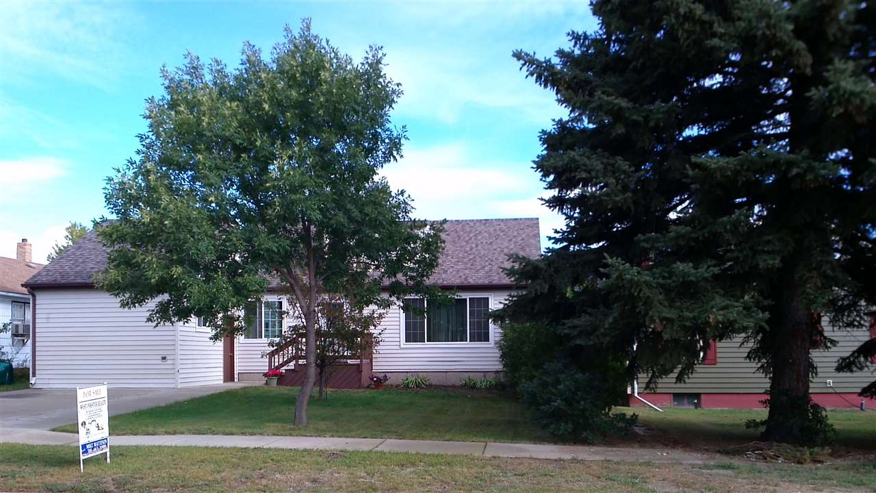 107 NW 3rd Ave, Garrison, ND 58540