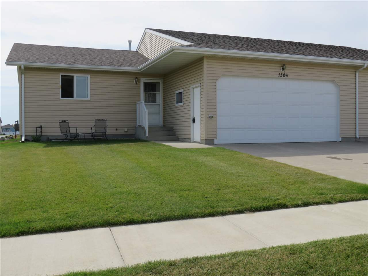 1306 SE 31ST AVE, Minot, ND 58701